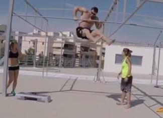 Dmitry Klokov attempts bar muscle-ups (screencap)