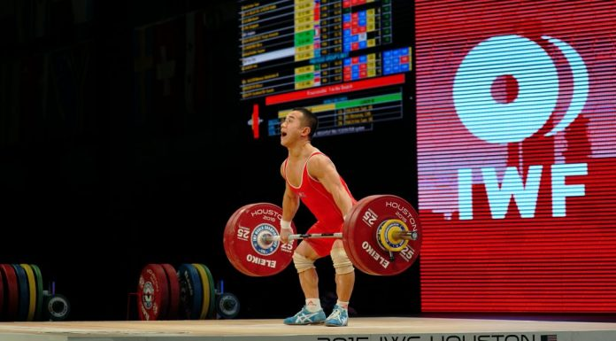 Yun Chol Om at the 2015 IWF World Championships. Photo by Lifting Life.