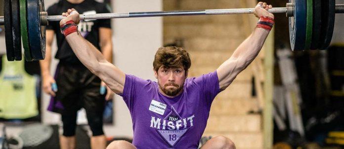 Brandon Luckett during an overhead squat at Misfit Athletics athlete camp. Via @bluckett123 on Instagram.