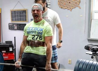 Austin Malleolo deadlifts 600 pounds before running the Boston Marathon. Photo via Instagram, @amalleolo