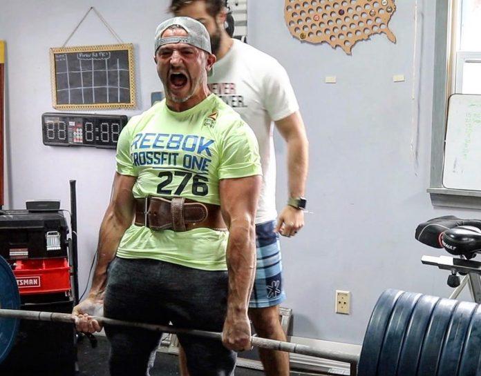 Austin Malleolo deadlifts 600 pounds before running the Boston Marathon. Photo via Instagram, @amalleolo